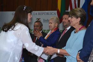 """Indesol reconoce a Cinco Panes y Dos Peces con el premio """"Impacto y Compromiso Social"""" 2016"""